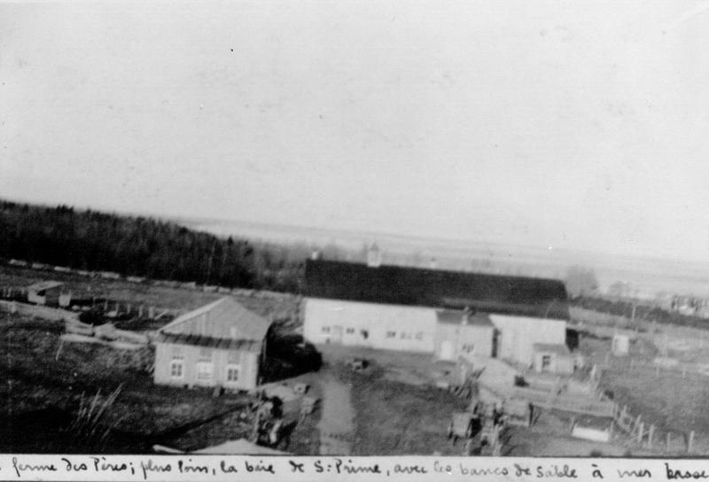 Les Oblats cultivent et labourent les terres pour leur subsistance et les surplus sont vendus aux habitants de la communauté.