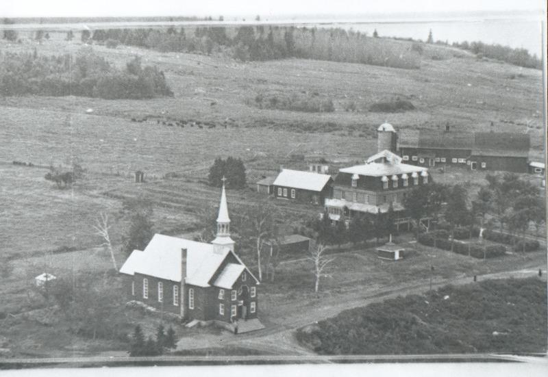 Le presbytère demeure un bâtiment patrimonial très bien conservé et restauré, rempli d'histoire de la communauté.