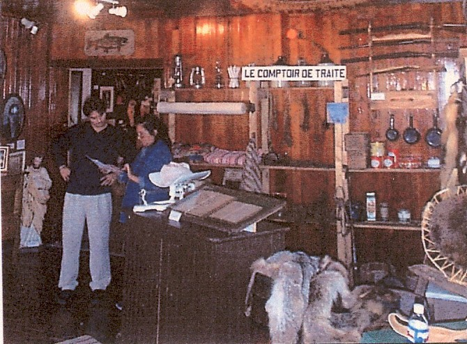 Un poste de traite est installé à l'intérieur de la maison de la famille Robertson et devint aussi le départ d'un Club de chasse et pêche très prisé.