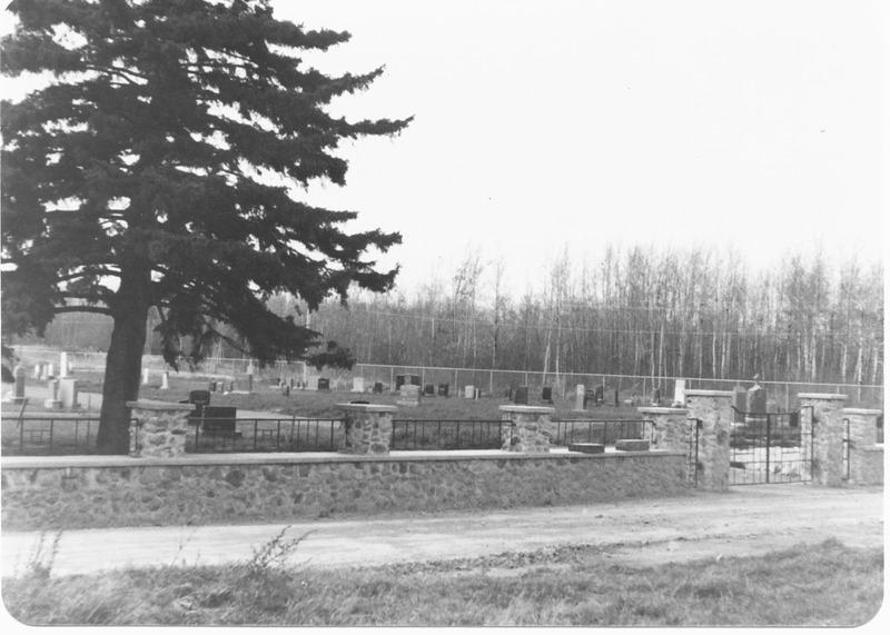 Après la construction de l'église qui fit suite à la première chapelle, un terrain est acheté sur ce lot afin d'y aménager le cimetière catholique depuis en 1903.