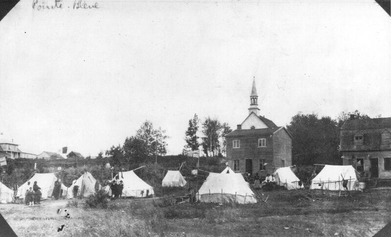 At the begining of 1900, Pointe-Bleue had several tents, but few houses. In the spring, the number of tents increases when families return from the territory. They settled near the Catholic and Anglican churches and confirmed the position of the « center of the village» originally founded by the Post Company of Hudson Bay and the relocated chapel of Métabetchouan.