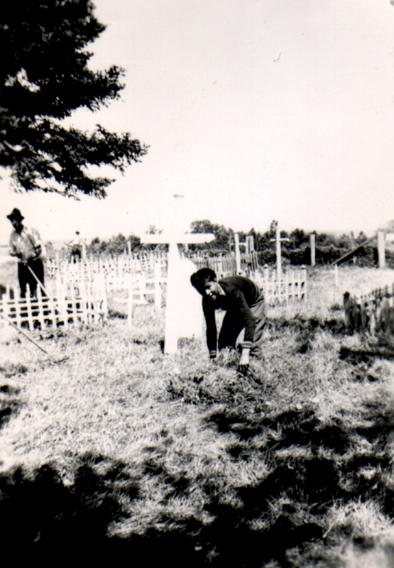 The Anglcican cemetery consecrated in 1898 is located a few meters from the back of the church. In 1981, a project allows to trace the Anglican registers and to located and identify the crosses and epitaphs present in the cemetery.
