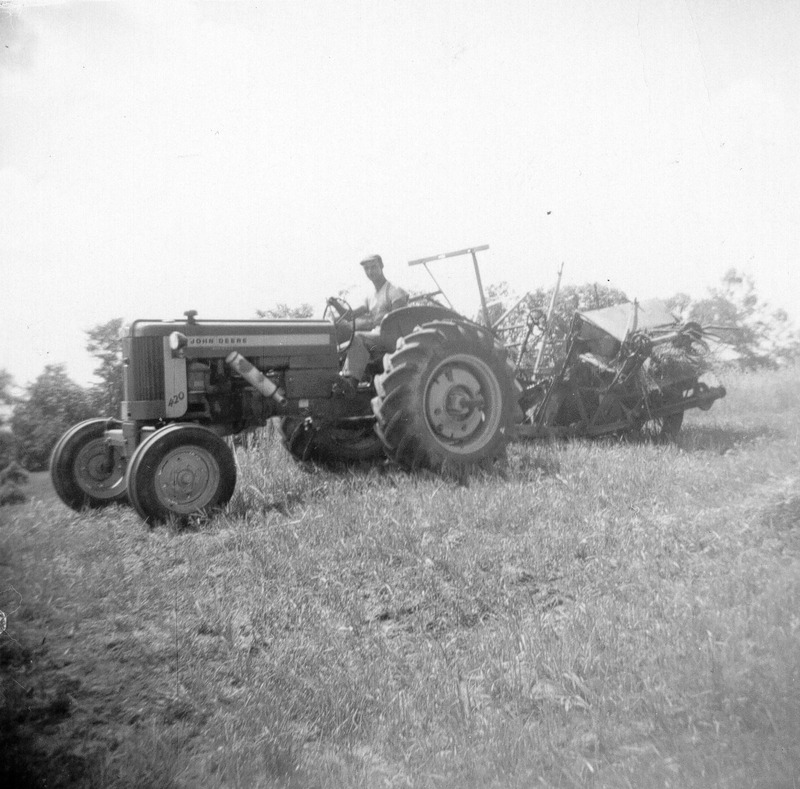 Farmers, few in the 1930s, worked on the farm in the summer and cut firewood to sell for the winter. Many will cut wood or trap in the forest to support the family.<br /><br />&laquo; We lived by hunting and fishing and after we were married, we sowed our land there, we cultivated the land. Then, when i went into the woods, at the construction site, I was living on a building site&raquo; (Elder of Mashteuiatsh).