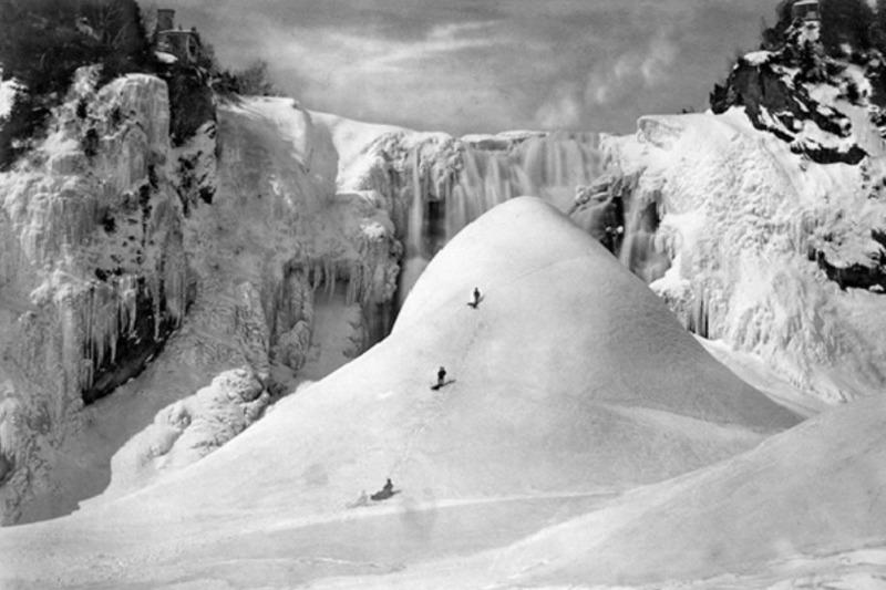 <p>Durant l&rsquo;hiver, les principales activit&eacute;s offertes au Parc de la Chute Montmorency sont : l&rsquo;escalade de glace, la raquette et les randonn&eacute;es p&eacute;destres sur neige. C&rsquo;est aussi le moment de contempler une &oelig;uvre de la nature s&eacute;culaire : le fameux pain de sucre au pied de la chute et sur lequel nos anc&ecirc;tres ont tant gliss&eacute; et jou&eacute;. Il s&#39;agit d&#39;un amas de glace qui se forme par la cristallisation continue de la bruine de la chute &agrave; la jonction de la rivi&egrave;re avec le fleuve Saint-Laurent.<br /><br />Photo : Pinterest</p>