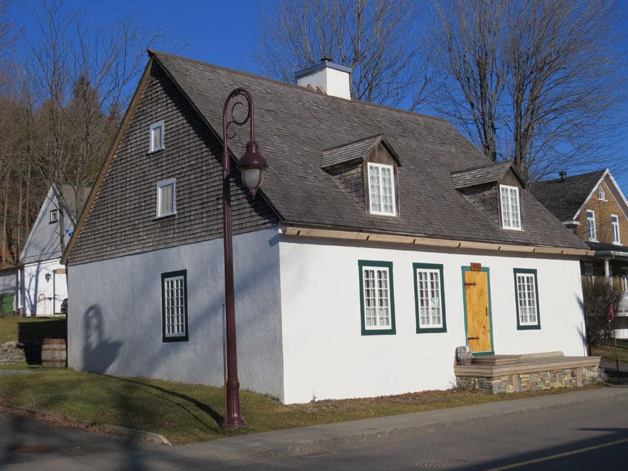 <p>La maison Jacob, dite Turcotte, est l&#39;une des plus anciennes demeures de Boischatel.<br type='_moz' /><br /><br />Photo : Registre du patrimoine culturel du Qu&eacute;bec</p>