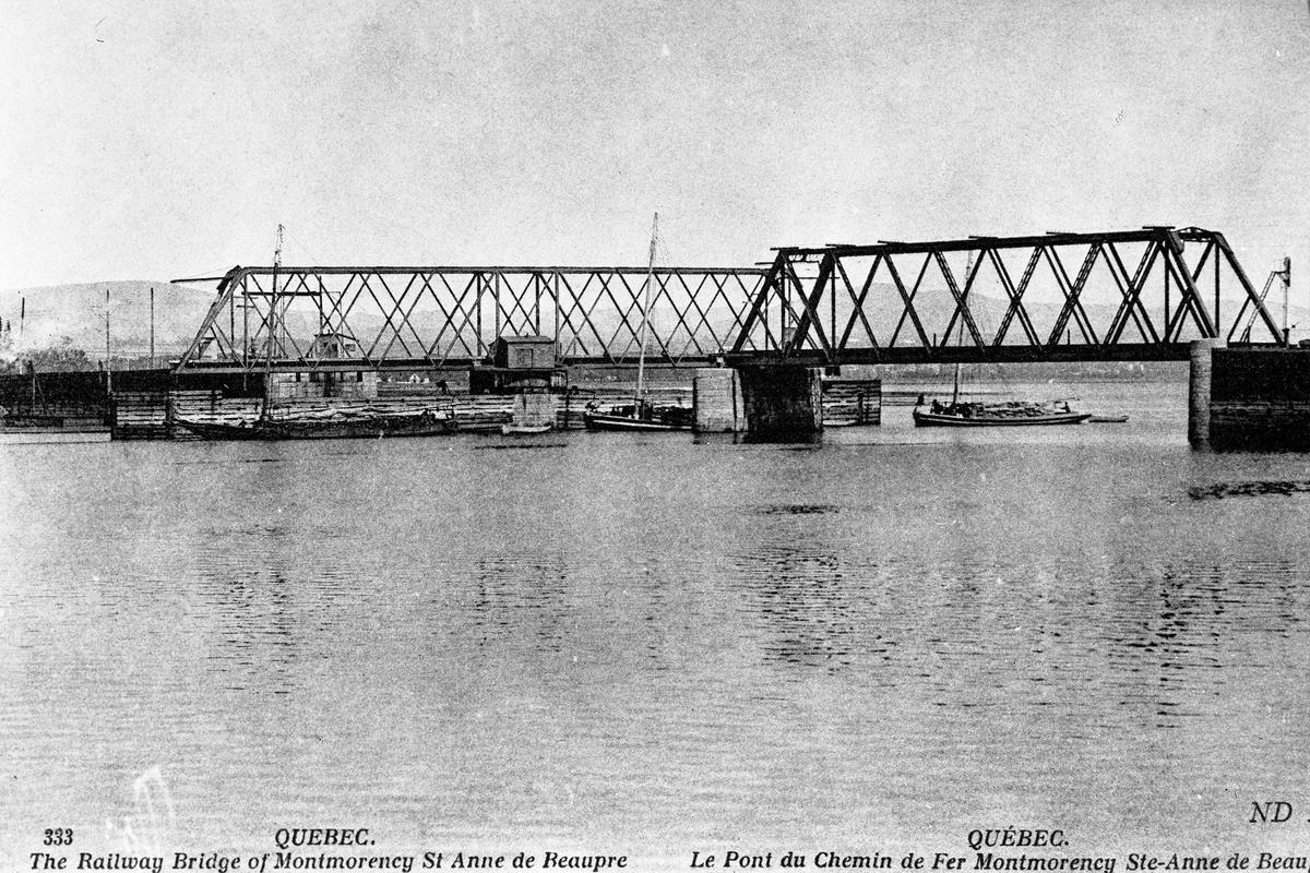<p>En 1912, l&rsquo;usine de la compagnie Brique Citadelle s&rsquo;installe &agrave; Boischatel pr&egrave;s de la chute Montmorency pour b&eacute;n&eacute;ficier de l&rsquo;&eacute;nergie hydro&eacute;lectrique disponible &agrave; proximit&eacute;. D&egrave;s l&rsquo;inauguration, l&rsquo;entreprise obtient de la Municipalit&eacute; de L&rsquo;Ange-Gardien un cong&eacute; de taxes de 10 ans &agrave; condition de privil&eacute;gier l&rsquo;embauche de la main-d&rsquo;&oelig;uvre locale. La &laquo; bricade &raquo;, tel qu&rsquo;on l&rsquo;appelait famili&egrave;rement, emploiera jusqu&rsquo;&agrave; 150 travailleurs, avant de fermer ses portes au d&eacute;but des ann&eacute;es 1990.<br /><br />Photo : Diapositive conserv&eacute;e &agrave; la vo&ucirc;te de l&#39;h&ocirc;tel de ville de Boischatel</p>