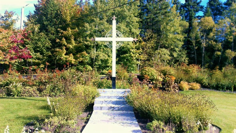 <p>Cette croix est situ&eacute;e &agrave; l&#39;extr&ecirc;mit&eacute; nord de Boischatel, sur le boulevard Trudelle. Inaugur&eacute;e par le cur&eacute; Gravel avant 1975, cette derni&egrave;re &eacute;tait autrefois une croix du Calvaire, repr&eacute;sentant le Christ en croix.&nbsp;<br type='_moz' />Le calvaire : il est parfois surmont&eacute; d&rsquo;un &eacute;dicule. La Vierge et l&rsquo;ap&ocirc;tre Jean se retrouvent &agrave; l&rsquo;occasion au pied de la croix.<br /><br />Photo : N.J. Rochefort</p>