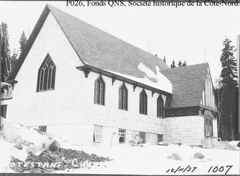 C&rsquo;est &agrave; l&rsquo;hiver de 1937 que fut construite l&#39;&eacute;glise anglicane de Baie-Comeau&nbsp; pour &ecirc;tre consacr&eacute;e le 7 ao&ucirc;t 1938. &nbsp;<br /><br />Historiquement, la toute premi&egrave;re c&eacute;r&eacute;monie anglicane c&eacute;l&eacute;br&eacute;e &agrave; Baie-Comeau, par le r&eacute;v&eacute;rend A.R. Kelly, eut lieu le 5 ao&ucirc;t 1930, devant 40 fid&egrave;les.<br /><br />En 1959, la communaut&eacute; anglicane de Baie%u2011Comeau atteint son plus grand nombre de fid&egrave;les, soit 679 membres.