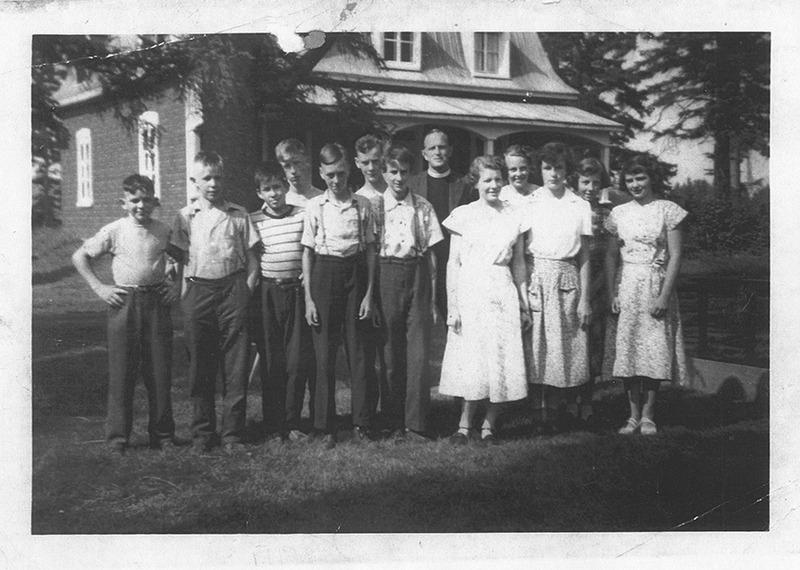 <p>Camp d&#39;&eacute;t&eacute; religieux au presbyt&egrave;re anglican. (circa 1950)</p>
