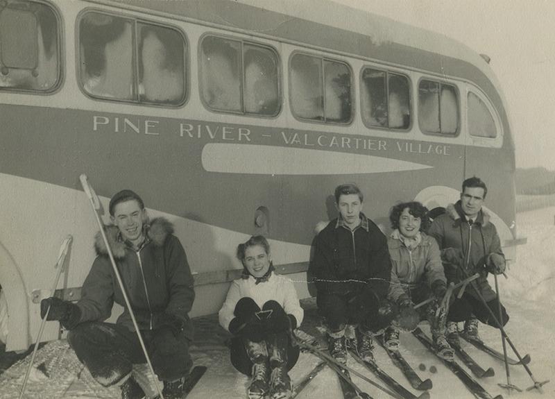 <p>Avant le Village Vacances Valcartier, le &#39;Valcartier Ski Lodge&#39; (aujourd&#39;hui l&#39;&Eacute;cole secondaire Mont-Saint-Sacrement) &eacute;tait l&#39;endroit renomm&eacute; pour les sports d&#39;hiver &agrave; Valcartier. (1943)</p>