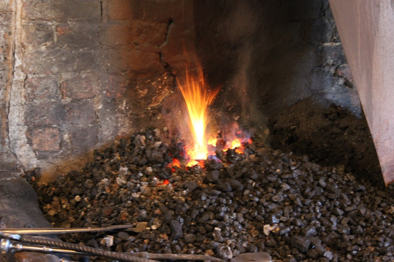 Le site est composé d'une forge au rez-de-chaussée, tandis que la menuiserie prend l'étage supérieur au grand complet.Des guides expérimentés y font desvisites commentées.