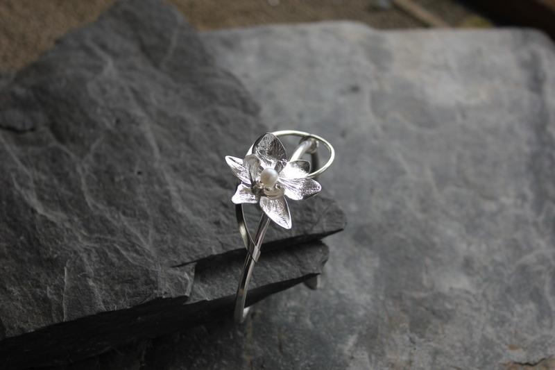 Découvrez les bijoux élégants et harmonieux de nos collections.