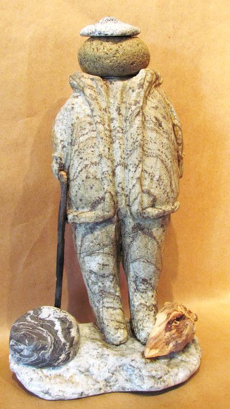 Il trouve sa matière première dans la nature et sur les berges du fleuve Saint-Laurent. Il transforme les pierres ou les bouts de bois en œuvres uniques, telles des maisons d'oiseaux magnifiques, des canards de pierre ou des personnages sculptés en granit.