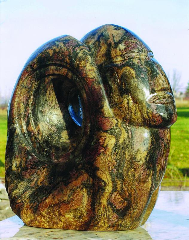 L'artiste affectionne particulièrement les visages qu'il sculpte avec volupté dans un étrange, parfois mystique, voyage au cœur de la pierre. Du geste intime naît un personnage avec lequel son créateur semble être en étroite relation.