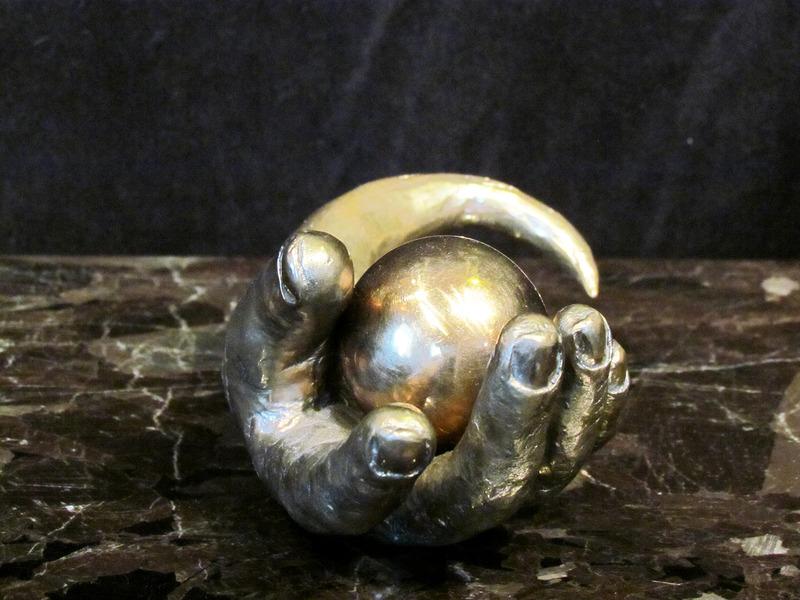 La matière parle enfin, au point et il en émerge une formidable œuvre d'art faite de granit, de bronze ou d'acier.