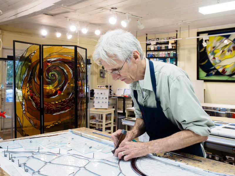 Jean-Pierre Léger, glass-maker for over 35 years, welcomes you to his studio-shop located in the heart of the magnificient village that is Les Éboulements. Come visit his studio and see him work on the creation of both traditional and modern stained glass.