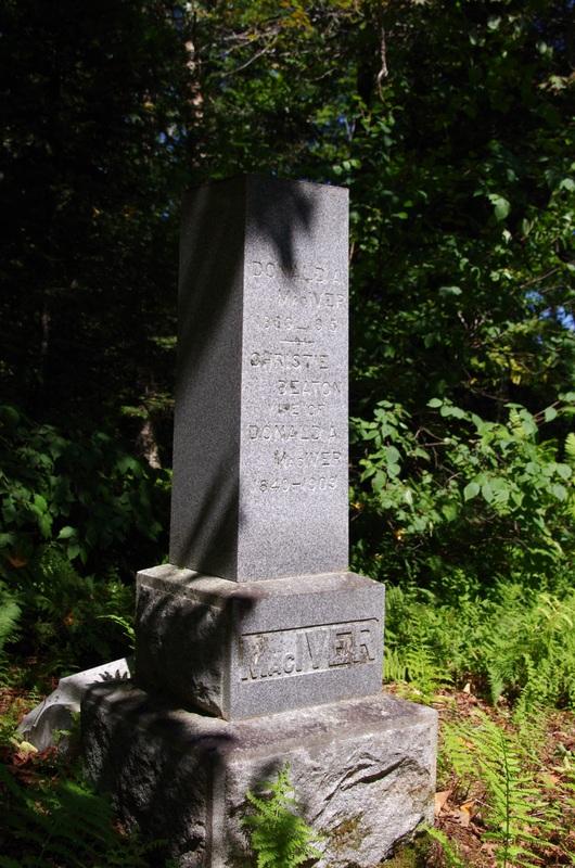 Pierre tombale de Donald MacIver et Christie Beaton
