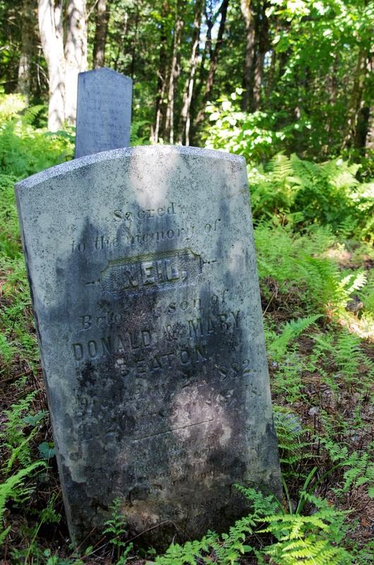 Perre tombale de Neil, fils de Donald et Mary Beaton (1882).
