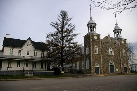L'église de saint-Prosper-de-Champlain ainsi que son presbytère.