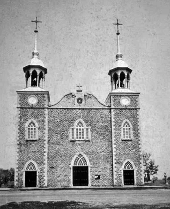 Une photo plus que centenaire qui présente l'église de Saint-Prosper en l'an 1900.