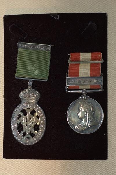 Ces médailles remises à Monsieur Jeffrey-Alexandre Rousseau soulignent sa participation à la campagne de 1870 contre l'invasion des Féniens, en plus de souligner son rôle de lieutenant-colonel dans les forces auxilliaires coloniales.