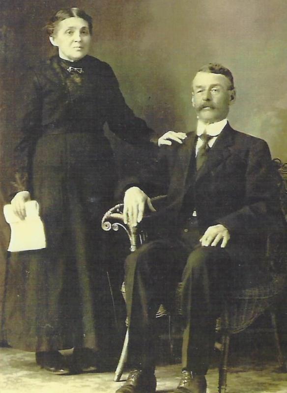 Benjamin, le père est né à Trois-Rivières, le 11 avril 1851, et décédé le 9 septembre 1925, à l'âge de 74 ans, à Saint-Maurice. Aglaé Marchand, sa femme, est née le 30 juillet 1855, est décédée à Saint-Maurice le 13 avril 1939 à 84 ans. Elle s'était remariée avec Félix Marchand de Notre-Dame-du-Mont-Carmel le 6 août 1872, à l'âge de 77 ans.
