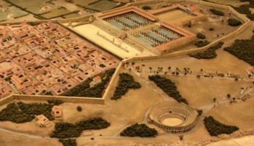 L&#39;amphith&eacute;&acirc;tre est situ&eacute; en dehors de l&#39;enceinte fortifi&eacute;e.&nbsp;Les habitants de Tarraco s&#39;y rendaient pour assister &agrave; des combats entre gladiateurs, que l&#39;on nommait &quot;munera&quot; ou encore des combats incluant des b&ecirc;tes sauvages appel&eacute;s &quot;venationes&quot;.<br /><br />Photo :&nbsp;Maquette du Forum de Tarraco &agrave; l&#39;&eacute;poque romaine.