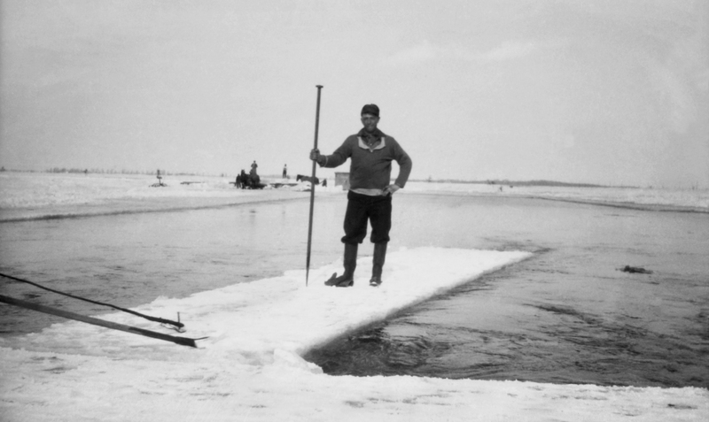 En hiver, la glace du fleuve permettait la travers&eacute;e vers Montr&eacute;al.<br /><br />La glace prise sur le fleuve &eacute;tait recouverte de bran de scie et conserv&eacute;e dans d&rsquo;immenses entrep&ocirc;ts. Elle servait ensuite &agrave;&nbsp;la conservation des aliments durant le reste de l&#39;ann&eacute;e.