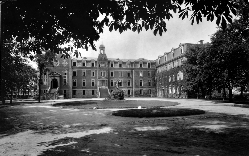 Au cours du siècle qui suivit son érection, la maison provinciale des Frères de l'Instruction chrétienne (F.I.C.) a connu de multiples agrandissements.