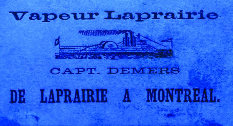 La Prairie profite de l&rsquo;&acirc;ge d&rsquo;or des navires &agrave; vapeur jusqu&rsquo;en 1912.<br /><br />L&rsquo;ouverture de deux voies lat&eacute;rales &agrave; p&eacute;age pour les v&eacute;hicules et les pi&eacute;tons sur le pont Victoria sonnera ensuite le d&eacute;clin de l&rsquo;utilisation des steamers. Le d&eacute;but du 20e si&egrave;cle voit aussi la fin de la pratique du pont de glace qui relie La Prairie &agrave; la m&eacute;tropole en hiver.<br /><br />Photo :&nbsp;Ticket d&#39;acc&egrave;s au bateau &agrave; vapeur