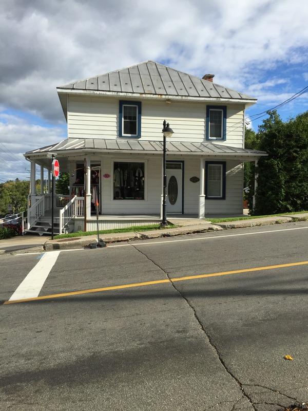 La maison du 50 et 52, rue Morin. Elle est aujourd'hui l'hôte de la boutique Femme en Nord.