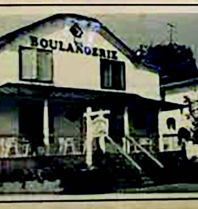 En 1919, Sigefroi Desjardins (1878-1948) transforme la forge de son p&egrave;re Isra&euml;l en boulangerie, &agrave; laquelle il ajoute un restaurant. La Boulangerie Sainte-Ad&egrave;le sur la rue Morin est d&eacute;truite par un incendie vers 1965. Joseph-Octave (Jos), d&rsquo;abord chauffeur de taxi, ach&egrave;te la boulangerie d&rsquo;Achille Nadon &agrave; Mont-Rolland sur la rue Claude-Gr&eacute;goire. En 1969, Michel Guillonneau, p&acirc;tissier de Saint-Laurent, acquiert le b&acirc;timent sur la rue Valiquette pour en faire une p&acirc;tisserie qu&rsquo;il c&egrave;de l&rsquo;ann&eacute;e suivante &agrave; la Boulangerie du Vieux four. La tradition familiale se poursuit dans les ann&eacute;es 1970 alors que Guy Desjardins acquiert la boutique.<br /><br />Des modifications ont &eacute;t&eacute; apport&eacute;es &agrave; la forme de la toiture, mais le b&acirc;timent conserve quelques &eacute;l&eacute;ments d&rsquo;int&eacute;r&ecirc;t d&rsquo;origine dont le rev&ecirc;tement de bois, les fen&ecirc;tres &agrave; carreaux et la grande galerie. Les ouvertures conservent leur emplacement.