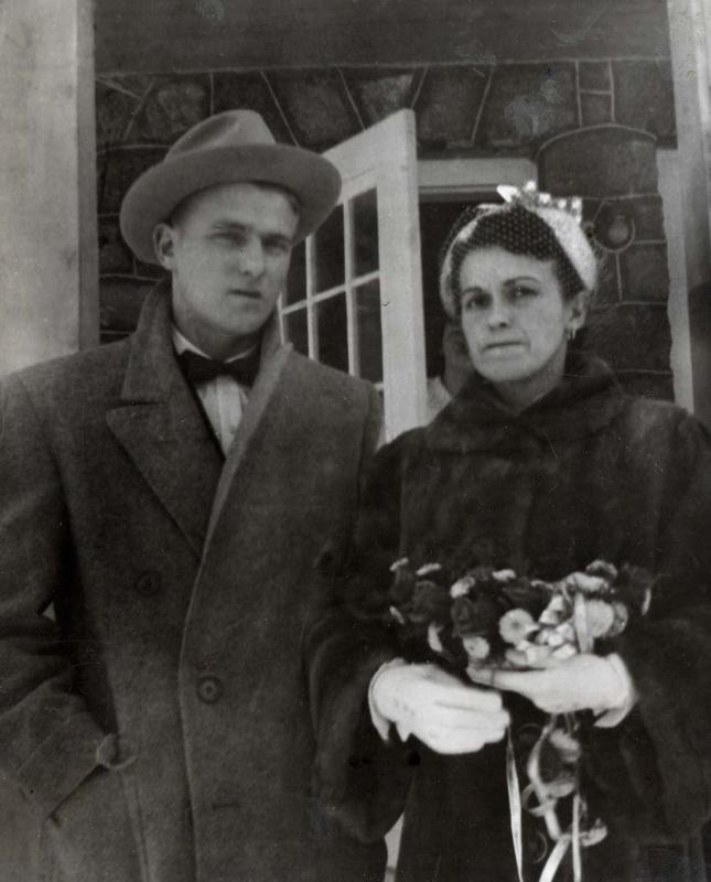 Robert Bélec, fils de Coride Bélec et Rose Richer, et sa femme Rolande (1952).