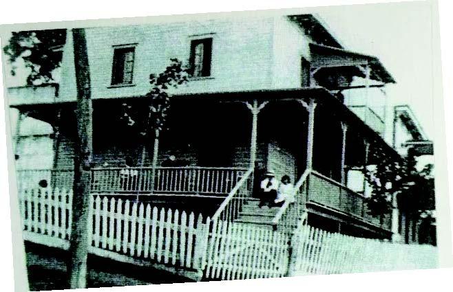 Joseph Boyer et son épouse Henriette Labelle, la petite-cousine du curé Antoine Labelle, achète en 1916 un emplacement avec « maisons et bâtisses » dont le terrain se poursuit jusqu'à la rue Proteau. Avec le tracé de la nouvelle route, la clôture se retrouve sur le Chemin public, ce qui est corrigé.