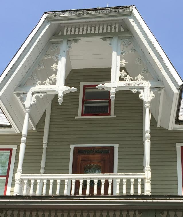 Auberge Au Clos Rolland<br />1200 Saint-Jean Street<br />Architectural Detail