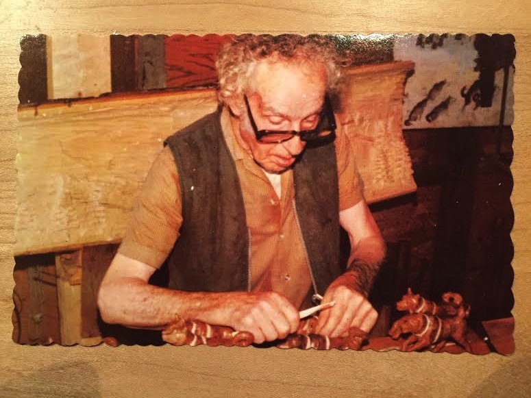 Zénon Alary was born in Saint-Sauveur in 1894. Even as a child, he was continually carving pieces of wood he found. During the Great Depression, he lost his job as a stone sculptor and moved to Sainte-Adèle with his wife. He would set up in front of the Sainte-Adèle train station to sell paintings and jewelry in the shape of small birds. He died in 1974.