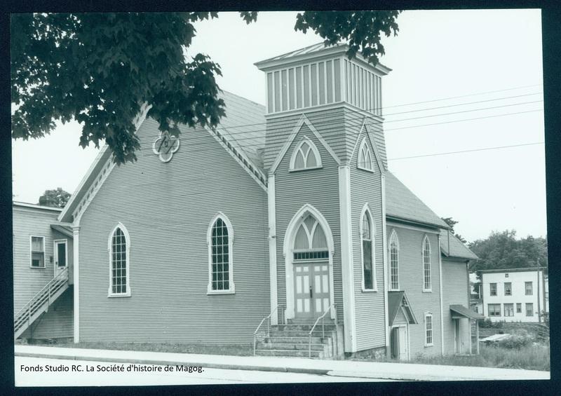 """L'ancienne église Méthodiste est transformée en salle de spectacle nommée """"Vieux Clocher de Magog"""" en 1974."""