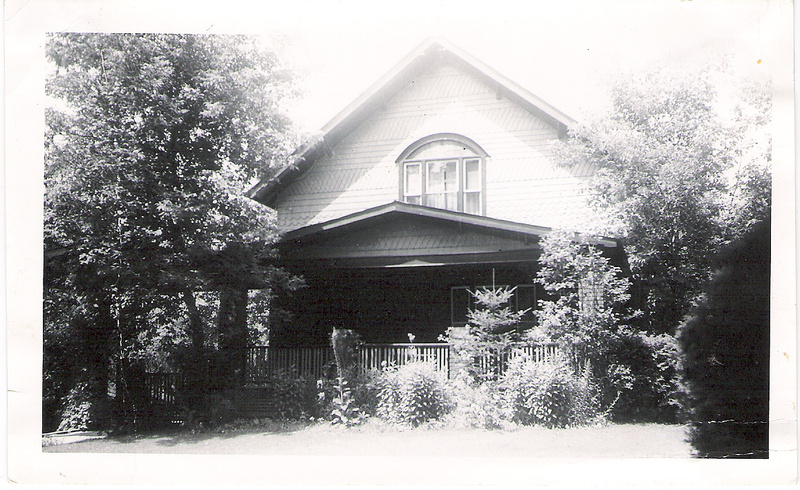 The american vernacular style as being based on adapting construction to the needs of the home owner.