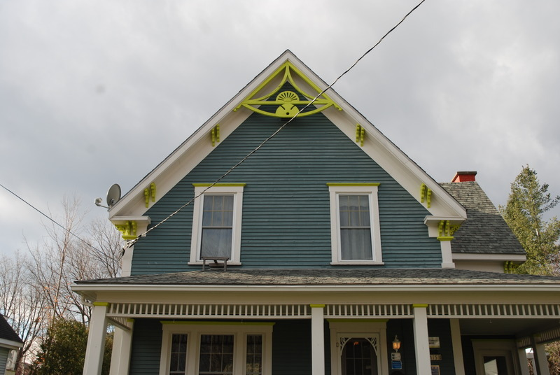 This American vernacular house was built in 1894. The roof is a straight-sided gable, which means its opposite slopes rise up from the roof overhang and meet at the summit.
