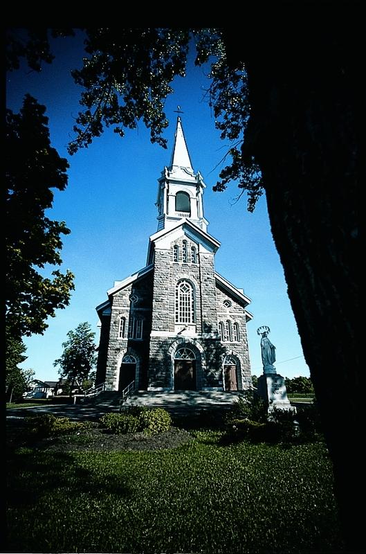 Au 377, rue de l'Église -Construite de 1917 à 1919, la magnifique église de Saint-Damase est l'édifice le plus ancien du village.