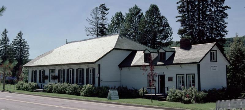 <p>Site patrimonial class&eacute;.<br /><br />Au 53, rue Saint-Jacques Sud, Causapscal.<br /><br />Un incontournable en Gasp&eacute;sie. Cet ancien club priv&eacute; est le seul lieu en son genre au Qu&eacute;bec. Le Matamajaw Salmon Club tire son nom d&rsquo;un mot d&rsquo;origine micmac signifiant la rencontre de deux rivi&egrave;res. &Agrave; d&eacute;couvrir!<br />&nbsp;</p>