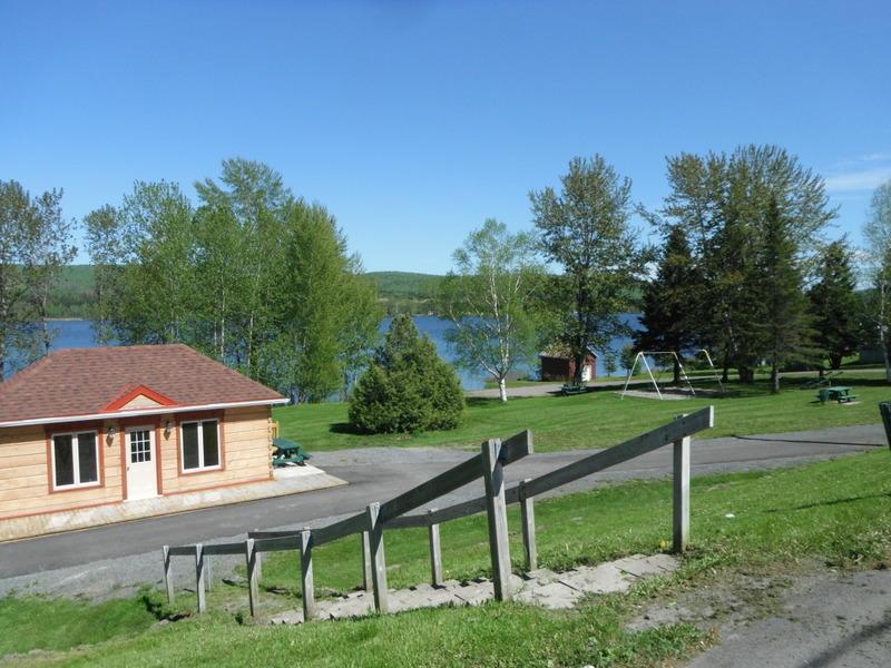 <p>Faites une pause &agrave; la halte municipale pr&egrave;s du Lac-Humqui!&nbsp;<br /><br />Stationnement sugg&eacute;r&eacute;: halte municipale.</p>