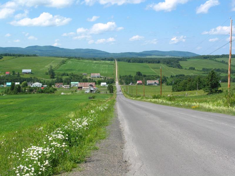 <p>Rang Barrette &agrave; Saint-L&eacute;on-le-Grand.<br /><br />&Agrave; 14,6 km de Sainte-Ir&egrave;ne (25 min).<br />&Agrave; 13 km de Saint-Z&eacute;non du Lac Humqui (9 min).</p>