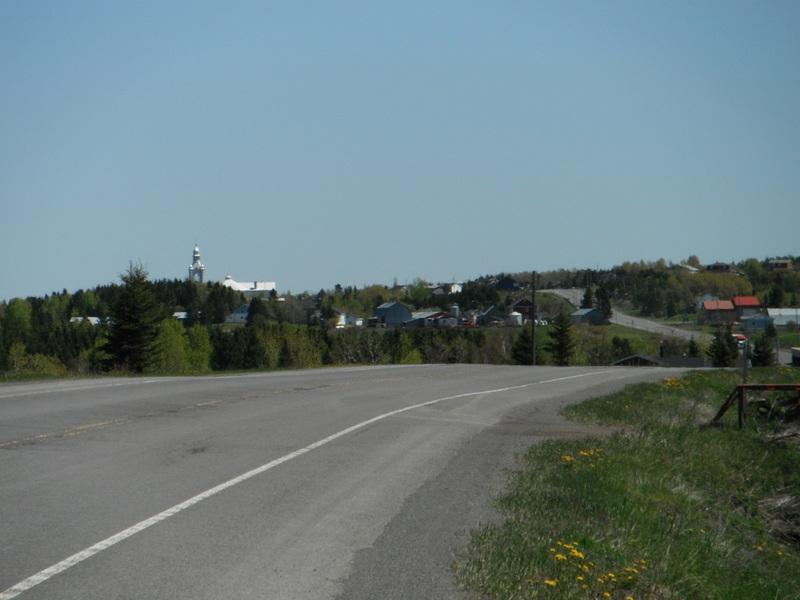 <p>Paysage lorsqu&#39;on arrive de la route 132.<br /><br />&Agrave; 4 km (6 min) de Saint-No&euml;l.<br />&Agrave; 13,2 km (12 min) de Sayabec.</p>