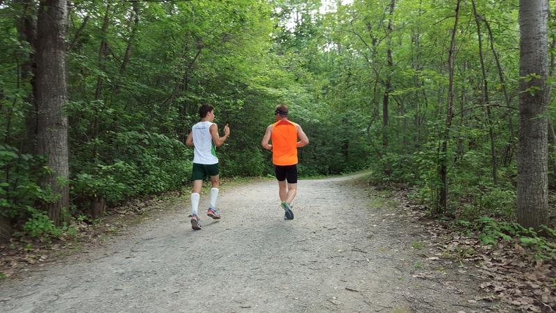 <p>Un r&eacute;seau de sentiers bois&eacute;s longe la rivi&egrave;re Magog. Le parc Lucien-Blanchard est le lieu de pr&eacute;dilection des marcheurs et adeptes de jogging.</p>