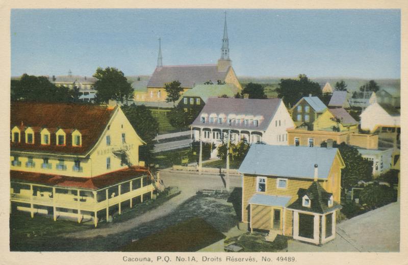 <p>Vue du c&ocirc;t&eacute; nord, le coin des rues de l&rsquo;&Eacute;glise et Principale, vers 1940.<br /><br />La demeure de Benjamin Dionne, au centre, rappelle le style des maisons du Kamouraska, dont il &eacute;tait originaire.&nbsp; Imposante et raffin&eacute;e, elle est perc&eacute;e d&rsquo;ouvertures sym&eacute;triques et orn&eacute;e d&rsquo;une belle galerie partiellement couverte par un larmier cintr&eacute;.&nbsp; On y p&eacute;n&eacute;trait par un grand portail.&nbsp; Benjamin Dionne fut &eacute;lu maire de Cacouna d&egrave;s 1845, premier d&eacute;put&eacute; du comt&eacute; de T&eacute;miscouata, de 1854 &agrave; 1861, et syndic lors de la construction de l&rsquo;&eacute;glise et du presbyt&egrave;re.&nbsp; Il fut aussi l&rsquo;un des bienfaiteurs du couvent.<br /><br />Source photo:<br />Carte postale, Cacouna P.Q. Droits R&eacute;serv&eacute;s, No 49489, A. Rivard &Eacute;diteur, coll. Richard Michaud</p>