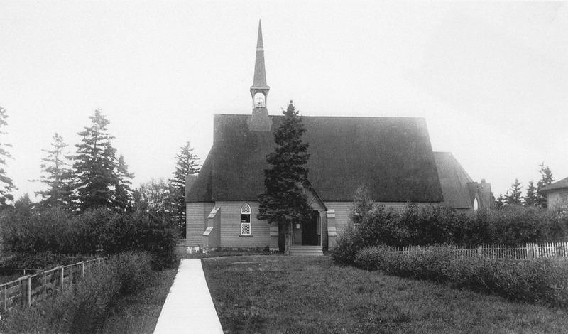 <p>L&rsquo;&eacute;glise St. James the Apostle, apr&egrave;s l&rsquo;agrandissement.<br /><br />Un nouveau sanctuaire plus vaste fut construit du c&ocirc;t&eacute; est et l&rsquo;ancien fut transform&eacute; en porche.<br /><br />Source photo:<br />Coll. Famille Antonio Sirois</p>