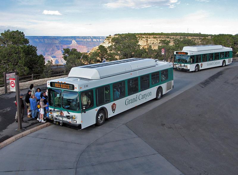 <p>Ici, la vue de la partie est du Grand Canyon est excellente. L&#39;endroit est id&eacute;al pour prendre des photos ou pour regarder le lever du soleil. En plus d&#39;offrir un magnifique panorama, Maricopa Point permet de voir l&#39;ancienne mine Orphan Lode, revendiqu&eacute;e en 1891 par le mineur Dan Hogan. Exploitant d&#39;abord du cuivre, Hogan a chang&eacute; pour le minerai d&#39;uranium dans les ann&eacute;es 1950. Les op&eacute;rations mini&egrave;res ont cess&eacute; en 1967. Le Parc national du Grand Canyon a acquis la propri&eacute;t&eacute; en 1987 mais a seulement entrepris de majeures restaurations environnementales en 2008.<br /><br />Photo: Grand Canyon NPS</p>