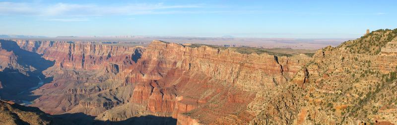 <p>&Agrave; quelques minutes &agrave; l&#39;ouest de la tour d&#39;observation de Desert View, ce point de vue offre une belle vue de la tour ainsi que des panoramas de l&#39;ouest et au nord du fleuve Colorado. C&#39;est l&#39;endroit plus &eacute;lev&eacute; sur le versant sud (2275 m), &agrave; moins d&#39;&ecirc;tre au sommet du point d&#39;observation de la tour.<br /><br />Photo: Grand Canyon NPS</p>