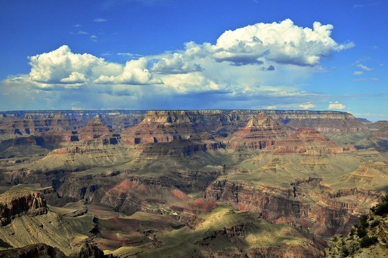 <p>Cet endroit est tr&egrave;s sp&eacute;cial pour sa vue sur le Grand Canyon et sur le fleuve Colorado. La sc&egrave;ne est spectaculaire et, lors d&#39;une journ&eacute;e d&eacute;gag&eacute;e, la vue s&#39;&eacute;tend au nord jusqu&#39;aux Vermillion Cliffs. Elle est aussi particuli&egrave;re en tant que site du chef-d&#39;oeuvre de Mary Colter, la tour d&#39;observation, inspir&eacute;e par des ruines am&eacute;rindiennes trouv&eacute;es dans le Sud-Ouest.<br /><br />Photo: Chucklepix (Steve)</p>